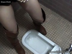 The girl who put it on in a Chinese-style toilet