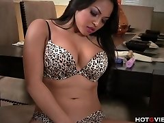 Real Curvy Asian�s Wailing Orgasm
