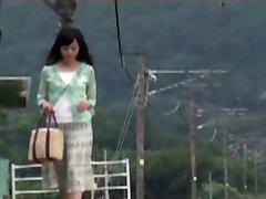 Ιαπωνική Μαμά Ήταν Έκπληκτος Με το Αγόρι είναι Στο Ταξίδι