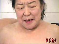 Japanese granny enjoying hook-up
