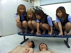patru japonezi ols scuipa pe coleg