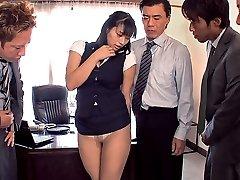 Sekretär Hana Nimmt Das Gesamte Büro