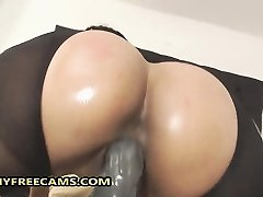 Wild Busty Brazilian Babe With Giant Bubble Butt Masturbates