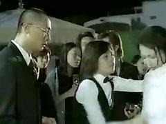 हांगकांग फिल्म में स्विमिंग पूल का दृश्य