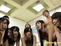 Shinosaki Mio और Atomi Shuri के अलावा कई अन्य लोगों