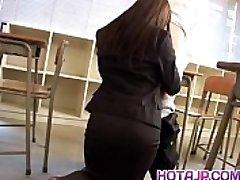 Mei Sawai Asian busty im office Anzug gibt heißen blowjob in der Schule