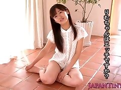 Little Rimu Sasahara bursts when fingered