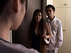 जापानी पत्नी के उल्लंघन के सामने पति