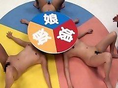 एशियाई छूत जापानी लेस्बियन रूले खेल
