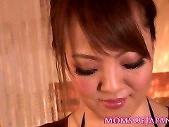 जापानी मिल्फ के बड़े स्तन