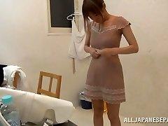 Suzu Tsubaki hot cougar in her bikini demonstrates her talents