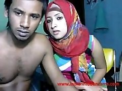 freshly married indian srilankan couple live on cam display