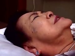 Japaneese grandmother, siep3 - pounding