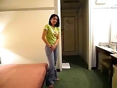 Pattaya maid plumbs a party stud in her hotel to get a tip
