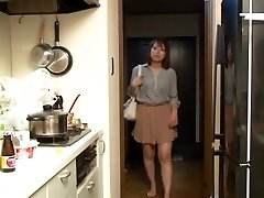 Yui Hatano and Buddies in Crawling the chief wife
