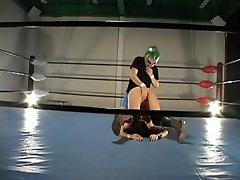 Busty szőrös Japán összehozott egy ringben