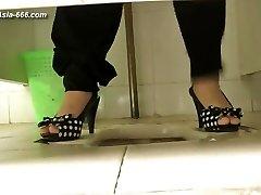 kínai lányok menni wc-re.51
