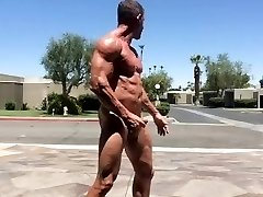 Muscle Daddy Outdoor Flexing, Jerking Off & Jizz