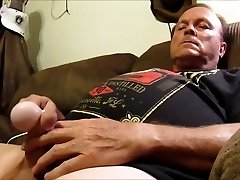 Str8 daddy cub on couch with magic wand