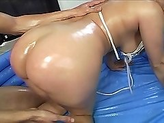 Big Bootied Babe Gets Slippery and Wet