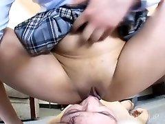 little japansese piss on jaws