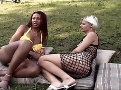 Ebony shemale penetrates a hot chock outdoor
