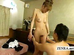 יפנית newhalf קוקסינל הוא הופשט עירום עם מציצה
