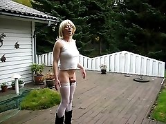 Jeannet Fuentes rigid tranny cock in the garden
