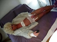 Cum wearing my nylons and fur adorn