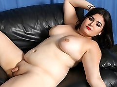 Veronica Cakes' Ejaculation - GroobyGirls