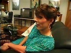 Suprug je uhvatio ženu, jebi zrelo ледибой i pridružuje provedbi