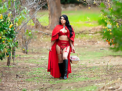 Tiny Red Riding Hood and Kleio Valentien