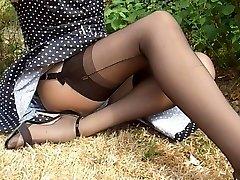 polkadot rochie neagră ciorapi de nailon