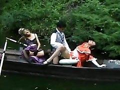 ffm thresome într-o barcă