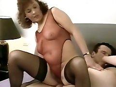 v posteli so mama 2
