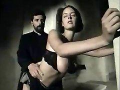 italian vintage scena cu un busty fata obtinerea faciale