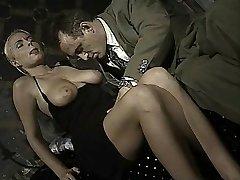 Italienska babe gör ass-mot-mun i denna vintage klipp