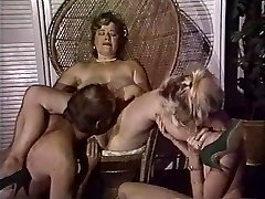 Obese mom gets her pussy fisted by buddies
