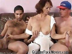 Nonna con tette sode cazzo due