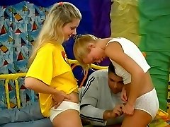 Two blonde Teens and  a Boy - vintage  Teenager Vid
