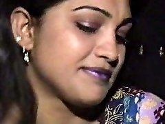 lahori heera mandi punjabi pakistanilainen tyttö kolmen kimpassa