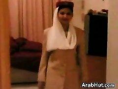 Aika Arabien Lentoemäntä Antaa Suihinotto