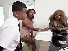 Stunning hottie Mya Mays seduces one kinky dude and drills him sans grace