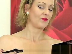 Betsy Blue Uses a Golden Wand on Her Mature Pussy