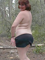 Amateur chubby wife flashes in the park