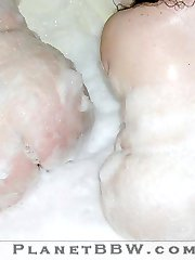 Cari and Stacy BBW girls in bubble bath