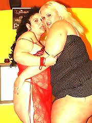 Fat lesbian chicks Melinda Shy and Rosa get naked and play with each others pussies and boobies