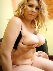 BBW Luana kneels on the floor giving her beau an awesome deep throat and fellate