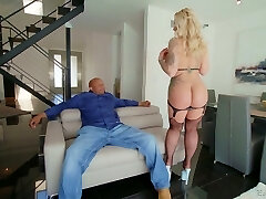 Yam-sized black dong is everything curvy cougar Ryan Conner needs every day