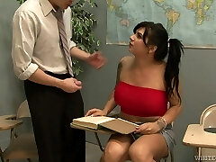 Shemale with fat tits receives a well deserved blowjob